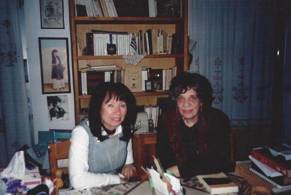 Συνέντευξη στο σπίτι της Ελένης Λαδιά την οποία μου έδωσε, την επομένη της βράβευσής της για το βιβλίο της «Η γυναίκα με το πλοίο στο κεφάλι» Εκδόσεις Εστίας.